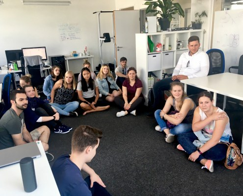 Studenten zu Besuch beim Start-up Bookitgreen in Berlin