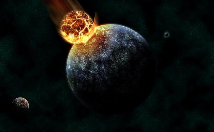 Uważa się, że 4,4 miliarda lat temu rozbili się w ziemię, ponieważ ukształtowano księżyc