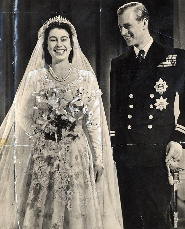 Архивное свадебное фото 1947 года королевы Елизаветы II и принца Филиппа