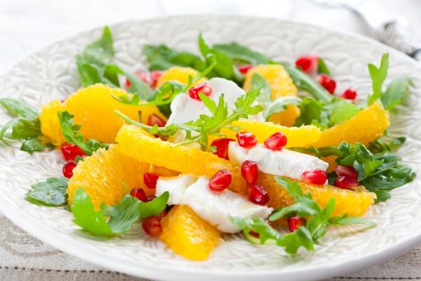 Апельсиновый салат можно подавать как самостоятельное блюдо