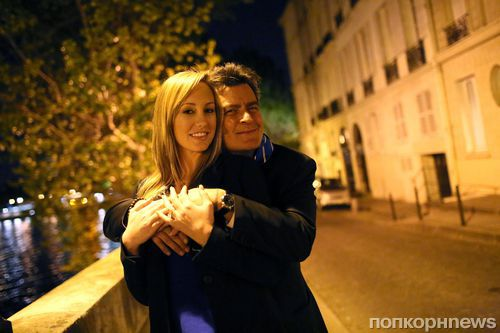 Порнозвезда Бретт Росси подала в суд на Чарли Шина