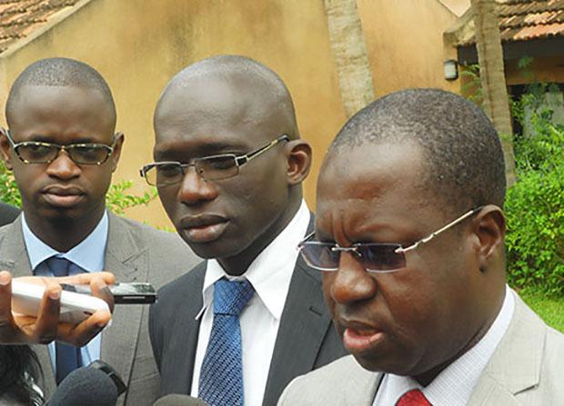 Seyni Faty, Chef du département Interconnexion marchés et tarifs de l'ARTP, s'adressant aux journalistes