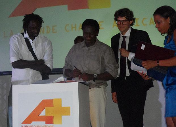 Damiano Malchiodi et Metzo Diatta signant le protocole d'accord