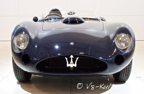 4.5 V8 mit 440 PS, max. 300 km/h