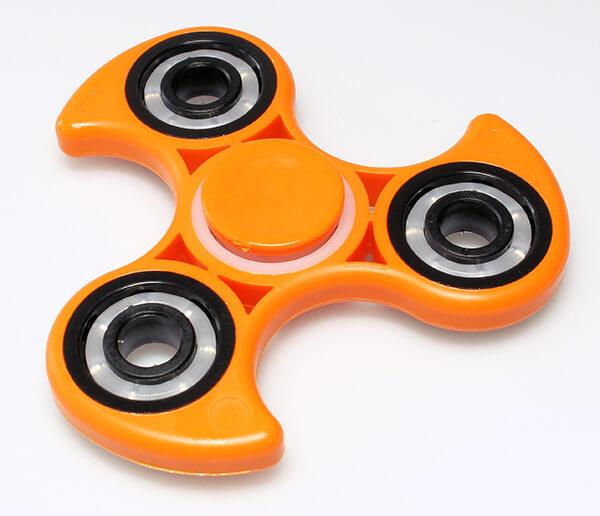 ¿Cómo utilizar el fidget spinner?