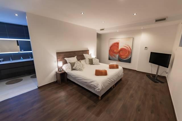 la suite parentale de la villa de luxe en location au cap d'agde