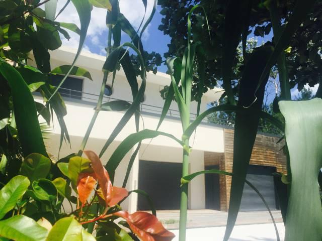 vue sur la terrasse du 1er étage de la villa de luxe en location au cap d'agde