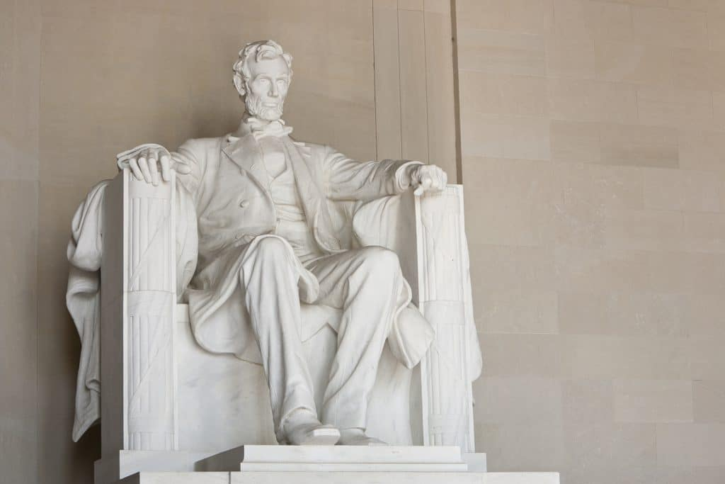 Lincoln Memorial in Washington DC. by Vacancy Rewards