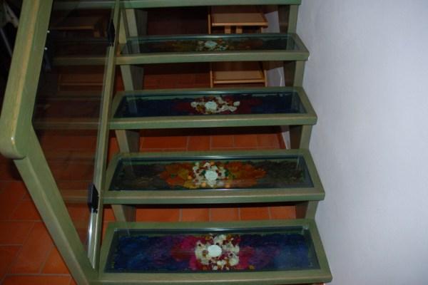 Dettaglio floreale della scala dell'appartamento Isola Maggiore - per 2 persone