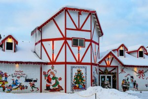 North-Pole-Alaska-on-Christmas