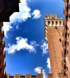 Classic shot of Torre del Mangia seen from the courtyard