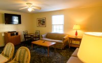 Burgundy Inn - Three bedroom apartment