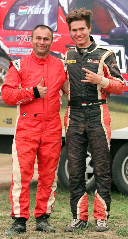 autós bajnokok a kézimeccsre készülve-520