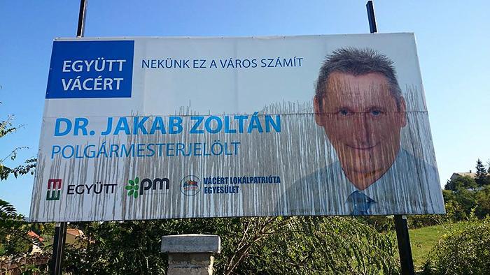 Jakab Zoltán megrongált plakátja-700