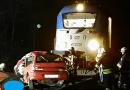 A vonat elé hajtott egy autó Václigetnél a fénysorompónál