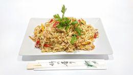 Zöldcurrys sült rizs a váci Nibor Sushi kínálatában