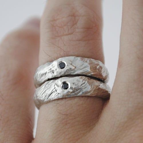 Alianza de plata y diamante negro Lobo blanco