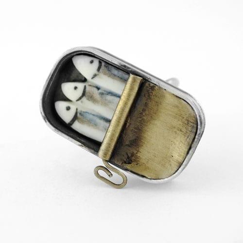 anillo de plata y porcelana lata de sardinas