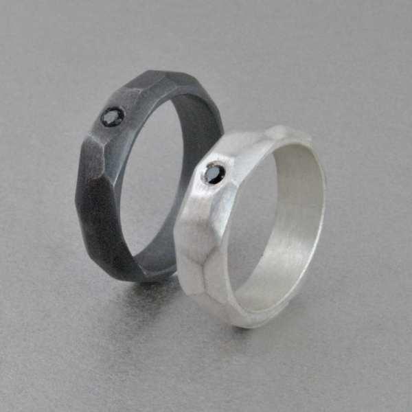 alianza de plata y diamante negro, geométrica facetada