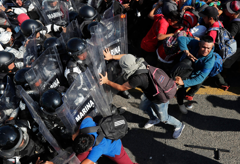 México cierra frontera con Guatemala por llegada de migrantes