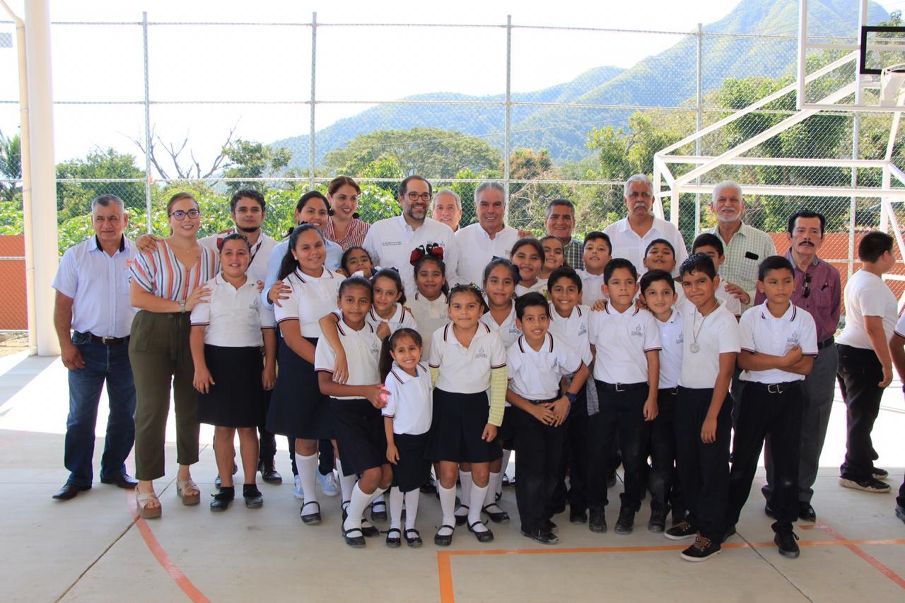 Entrega Gobernador dos secundarias en Manzanillo