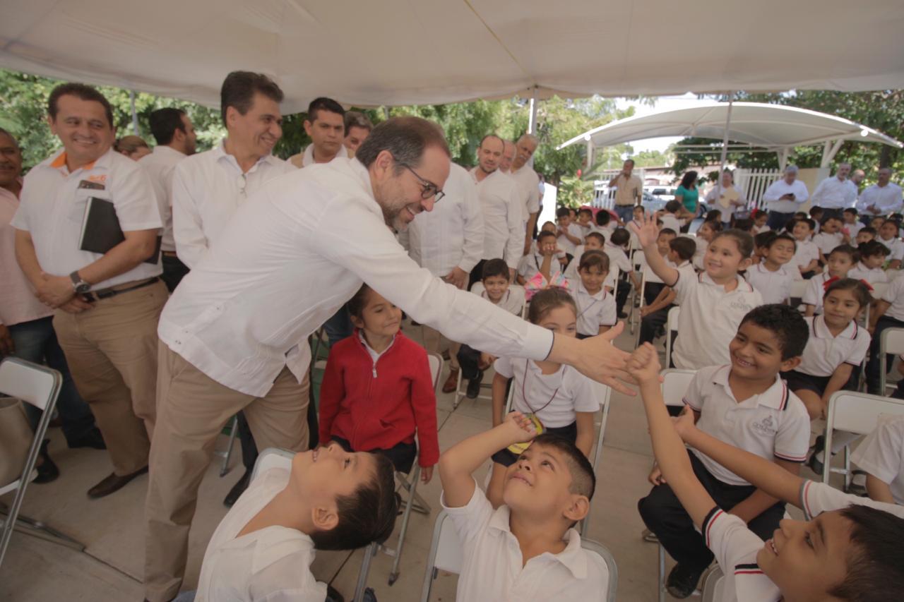 Gobierno del Estado ha invertido 72.5 mdp en escuelas de Tecomán