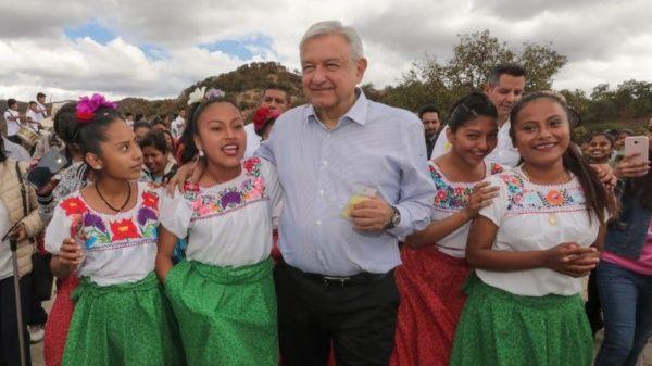 Pide AMLO en Oaxaca comprar un cachito para rifa de avión presidencial
