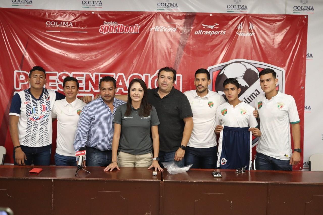 Presenta Incode al equipo de futbol Real Colima