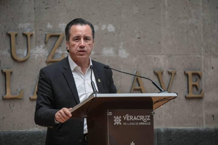 Cuitláhuac García no se preocupa de nueva cepa de Covid-19; Veracruz no recibe «pasajes de Inglaterra», dice
