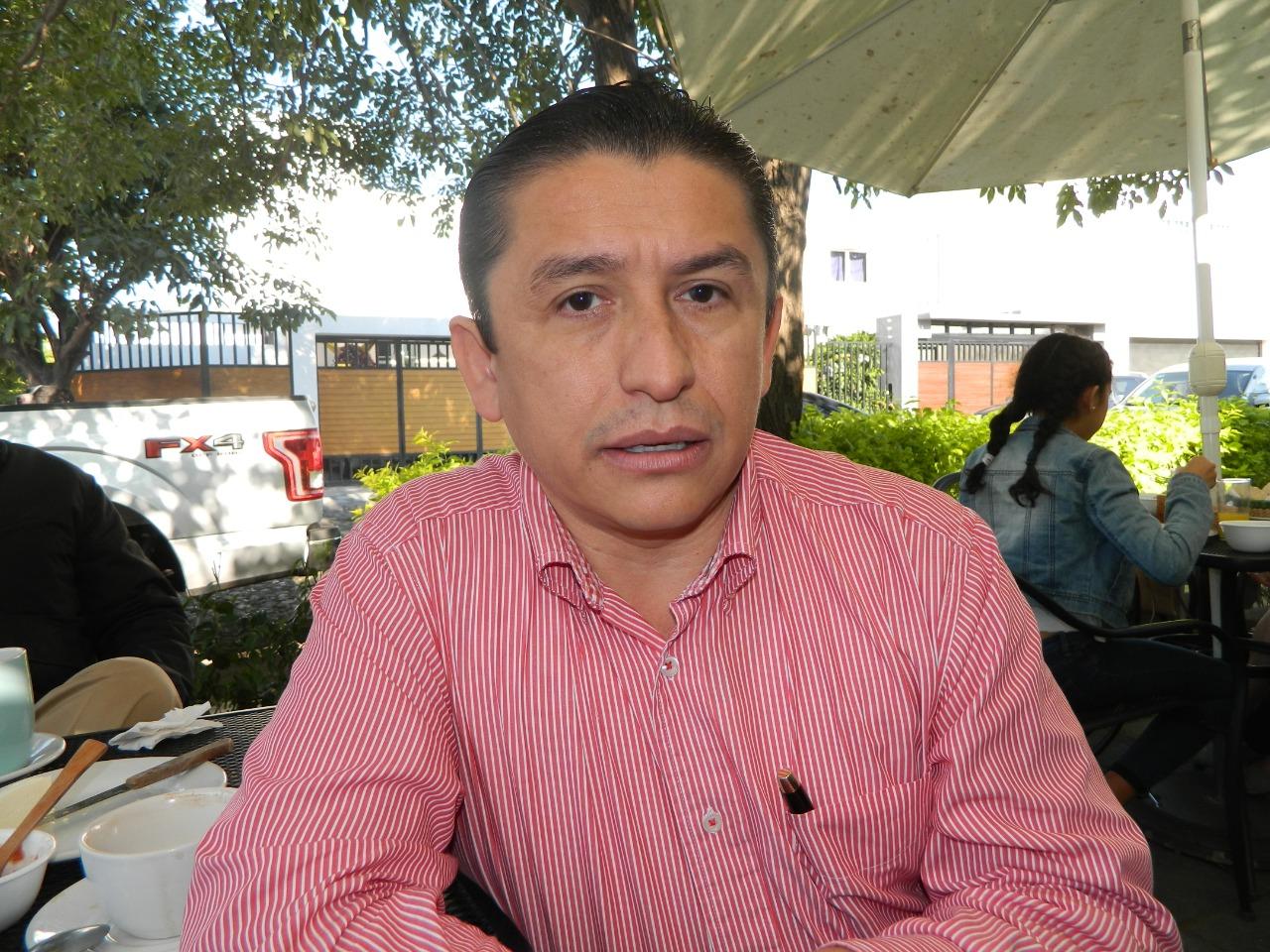 Niega Marcos Santana desbandada en el PES de Tecomán