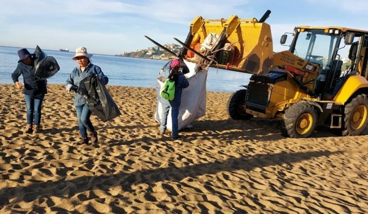 Retira Ayuntamiento de Manzanillo casi 10 toneladas de desechos en zona de playa