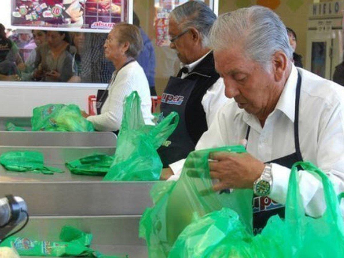 Abuelitos podrán regresar a trabajar como empacadores si están vacunados