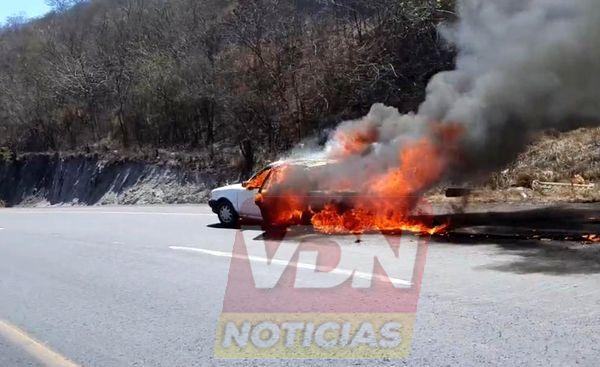 Se incendia Tsuru en La Salada, no hay lesionados