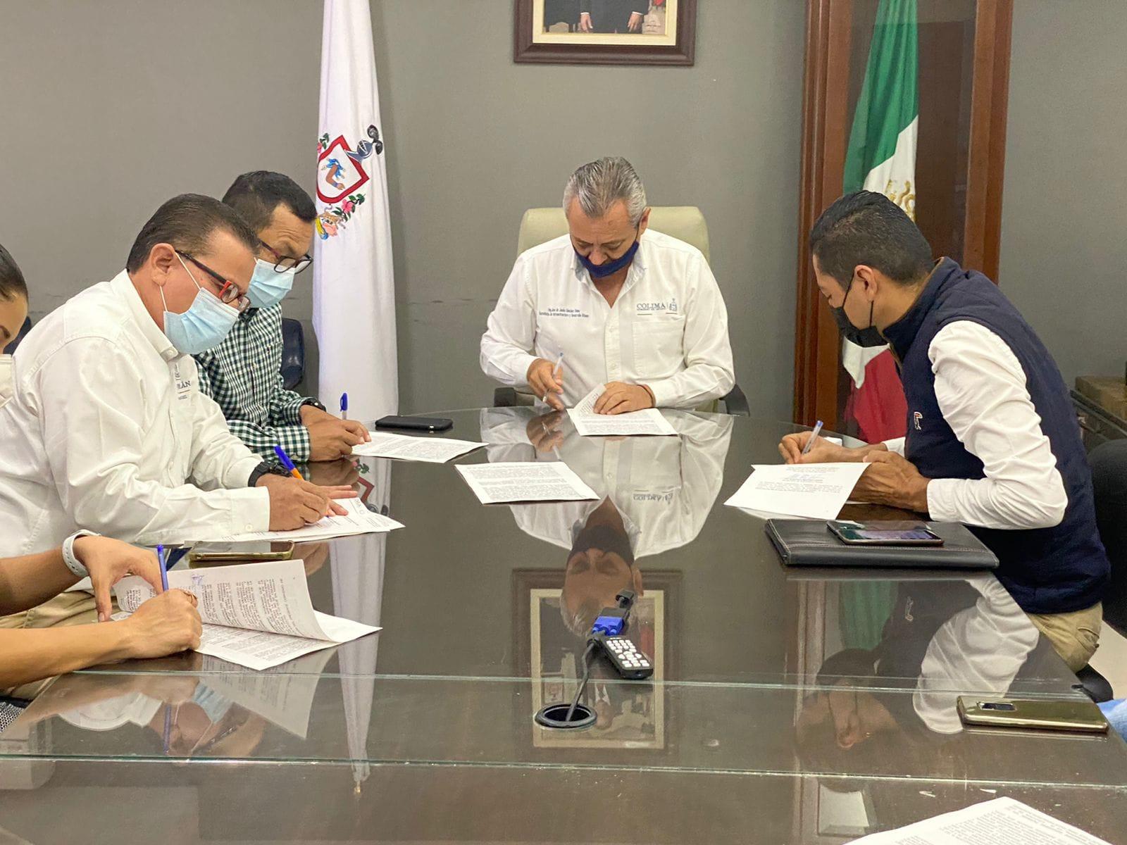 Firman Convenio para construir Centro de Salud en Coquimatlán