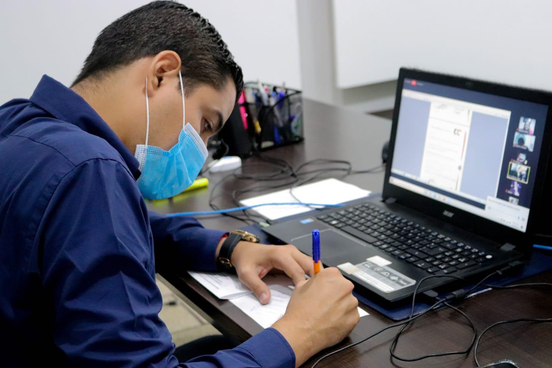 Entrega Sejuv 20 nuevas certificaciones del programa Next Level English