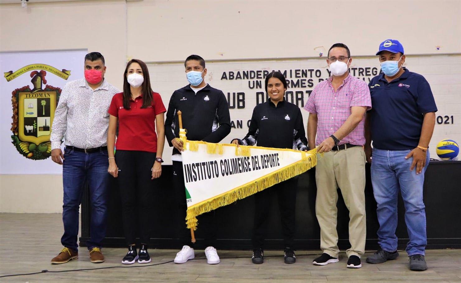 Abanderan y entregan uniformes al Club Deportivo Monarcas