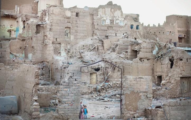 Saada-octobre-2017-enfants-jouent-ruines-quartier-Rahban-lourdement-detruit-frappes-aeriennes_1_729_461.jpg
