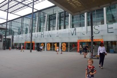 Ingången till Melbourne museum