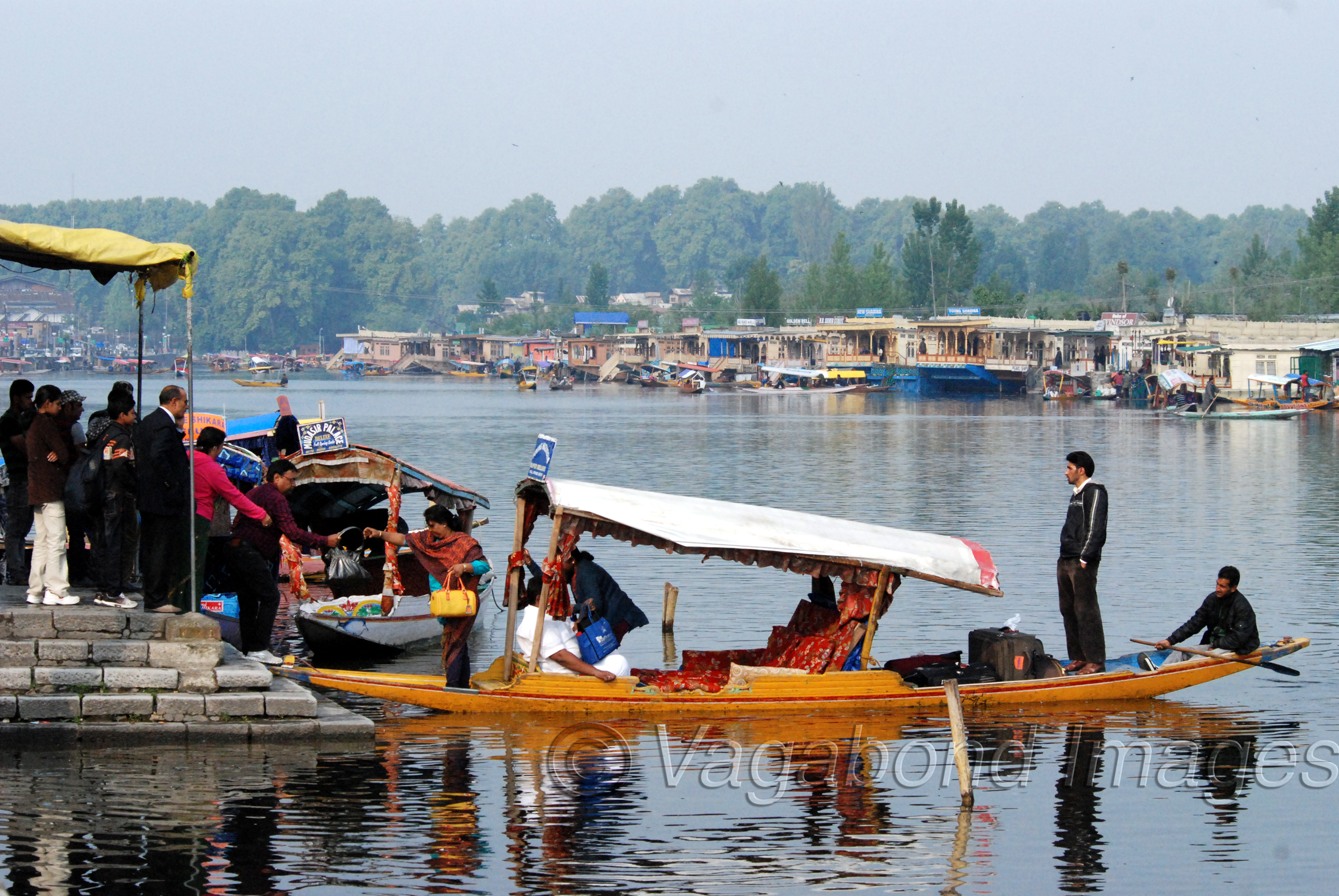 Tourists lining up at the Dal to go to houseboats or a Shikara ride