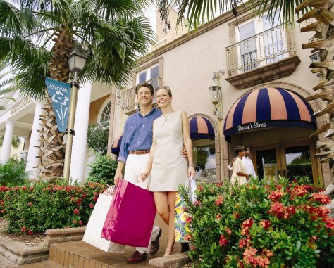 tourists shopping in sarasota florida