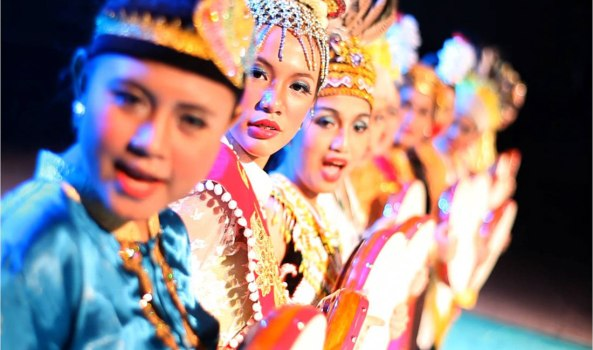 2014-10-16-03-41-44_Worldfest 2011 - Performance by Indonesia