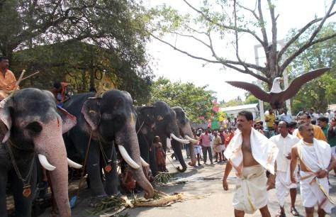 guruvayur_temple_anayottam