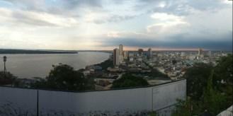 El casco comercial de la ciudad, pegadito al Río Guayas.