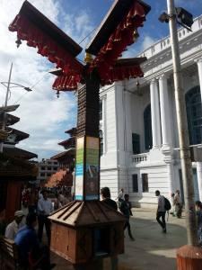 Estación para la carga solar de móviles en Katmandú