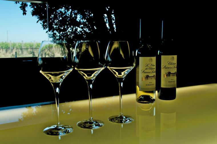 Cata de vinos en el Chateau Prieure Lichine
