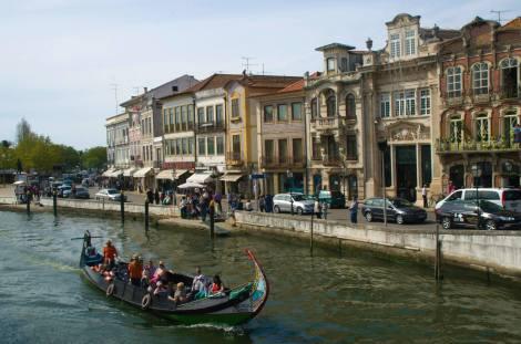 Mouliceiro recorriendo los canales de Aveiro
