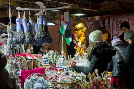 Puesto en uno de los mercados de Navidad en Budapest