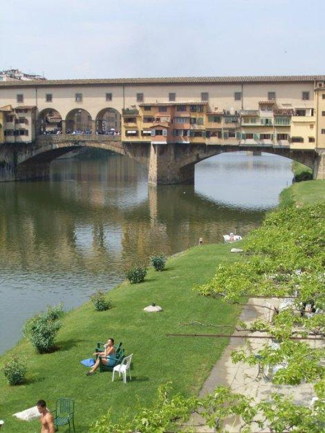 Detalle de las antiguas tiendas situadas en el Puente Vecchio