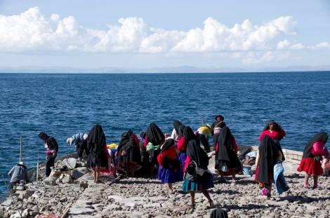 La isla de Taquile, en el lago Titiicaca, es uno de los lugares donde se conserva la costumbre del matrimonio de prueba