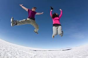 A saltos por el salar de Uyuni, Bolivia